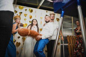 Fotobúdka na svadbu – doprajte hosťom nečakanú zábavu!
